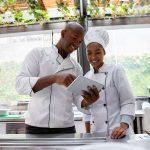 Aprenda como gerenciar um restaurante com 5 dicas quentes