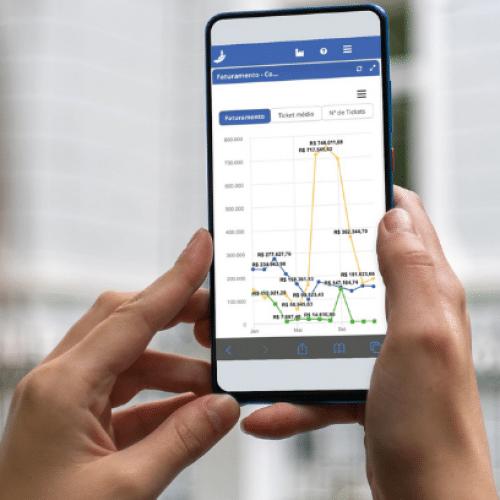 Com os sistemas da KCMS você acessa seus dados pelo celular e de onde quiser