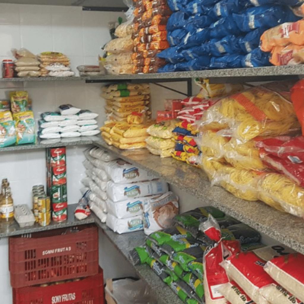 Um estoque organizado facilita o trabalho de todos os envolvidos no foodservice