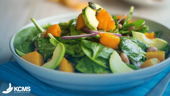 Um prato verde orgânico é uma das tendências de alimentação