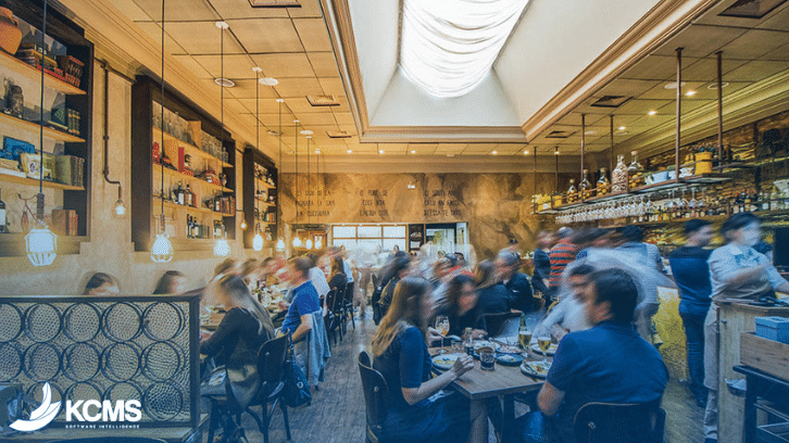 Como melhorar o movimento de um restaurante? O guia completo em 3 etapas da KCMS